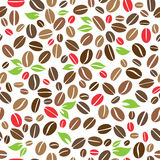 Кофейные зерна с картиной листьев безшовной Стоковая Фотография RF