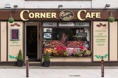 Кофейня мелкого бизнеса угловая в Голуэй, Ирландии Стоковое Фото