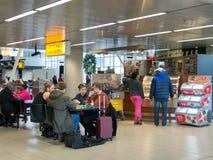 Кофейня на авиапорте Schiphol Амстердама в Голландии стоковая фотография