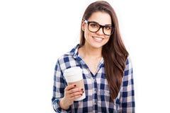 Кофе латинской девушки битника выпивая Стоковая Фотография