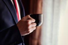 Кофе бизнесмена выпивая, groom утра, политик, st ` s человека Стоковая Фотография