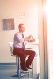 кофе бизнесмена пролома имея Стоковая Фотография RF