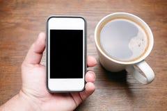 Кофе винтажной темной деревянной руки телефона предпосылки черный Стоковая Фотография RF