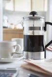 Кофе в конце-вверх кофейных чашек столовой и Стоковое Фото