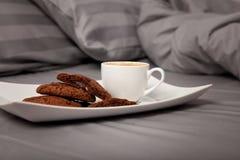 Кофе в кровати стоковое изображение