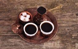 Кофе в медных каботажных судн с аксессуарами для кофе-выпивать o Стоковое фото RF
