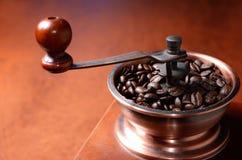 Кофе в мельнице Стоковые Фотографии RF