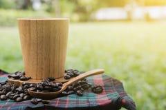 Кофе в саде стоковое изображение rf