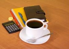 Кофе в таблице офиса Стоковое Фото