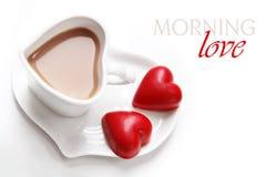 Кофе дня Валентайн с шоколадами сердца Стоковое фото RF