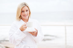 Кофе женщины выпивая Стоковые Изображения RF