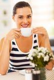 Кофе женщины выпивая Стоковые Фотографии RF