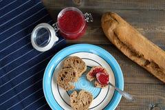 Кофе и багет с вареньем Стоковое фото RF