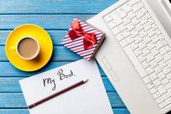 Кофе и бумага с моей надписью книги около тетради Стоковые Фотографии RF