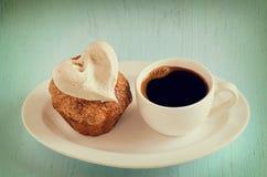Кофе и булочка стоковое изображение rf
