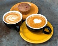 Кофе и булочка mocha молока искусства Стоковая Фотография