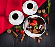 кофе и блинчик с клубниками Стоковое Изображение