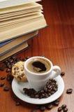 Кофе и книги Стоковые Изображения RF