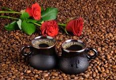 Кофе и красные розы Стоковое Изображение