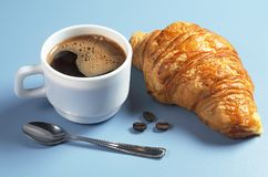 Кофе и круасант Стоковые Фотографии RF