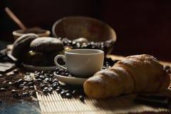 Кофе и круасант Стоковые Изображения RF