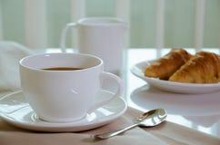 Кофе и круассан для завтрака Стоковое Фото