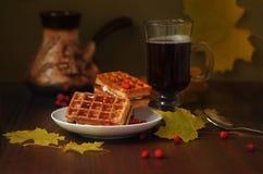 Кофе и мягкие вафли Стоковая Фотография RF