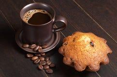 Кофе и пирожное стоковое изображение rf
