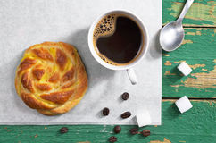 Кофе и плюшка Стоковые Фото