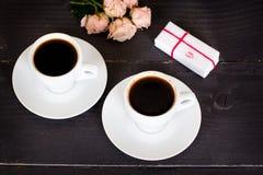 кофе и сердца, карточка на день валентинки, подарок, цветки Стоковые Изображения RF