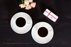 кофе и сердца, карточка на день валентинки, подарок, цветки Стоковые Изображения