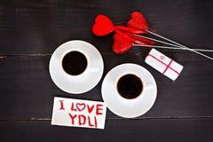 кофе и сердца, карточка на день валентинки, подарок, цветки Стоковое Фото