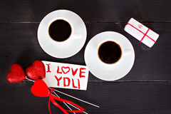 кофе и сердца, карточка на день валентинки, подарок, цветки Стоковые Фотографии RF