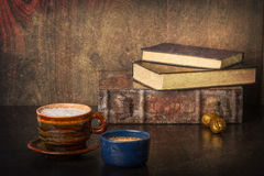 Кофе и старые книги Стоковое фото RF