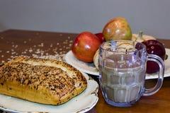 Кофе и яблоки хлеба Стоковое фото RF