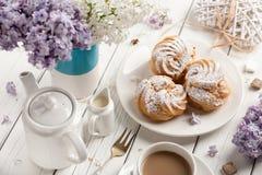 Кофе и profiteroles Стоковые Фотографии RF
