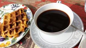 Кофе и waffles стоковые изображения