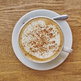 Кофе капучино в белом крупном плане чашки Стоковое Изображение