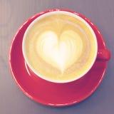 Кофе капучино или latte с формой сердца Стоковая Фотография RF