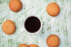 кофе клиппирования содержит путь архива чашки печений Стоковые Изображения