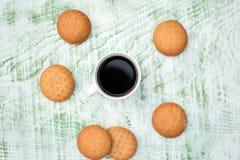 кофе клиппирования содержит путь архива чашки печений Стоковые Изображения RF