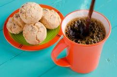 кофе льет стоковые фотографии rf