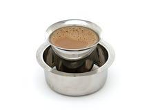 Кофе Мадраса в традиционном индийском Tumbler и Devorah Стоковые Фото