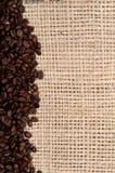 кофе мешковины фасолей предпосылки Стоковое Изображение RF