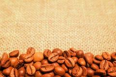 кофе мешковины фасолей предпосылки Стоковое фото RF