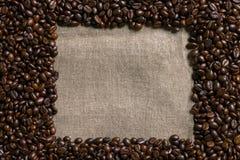 кофе мешковины фасолей предпосылки Стоковая Фотография