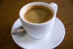 Кофе на деревянном столе, селективном фокусе Стоковое Изображение RF