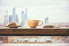Кофе на предпосылке города Стоковое Фото