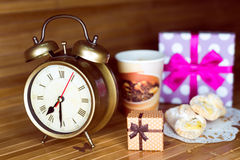 Кофе, 2 печенья, 2 присутствующих коробки и Стоковые Фотографии RF
