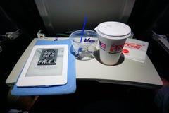 Кофе питья и прочитанный Стоковые Изображения RF
